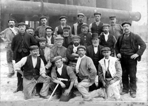 Workers-at-Bethlehem-Steel-in-early-1900s